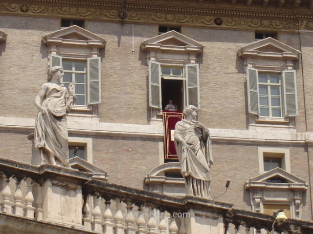 ST PETER'S BASILICA, VATICAN CITY. SAN PEDRO DEL VATICANO 7 Papa Pope Benedicto XVI VENTANA, WINDOW