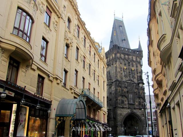 Torre de la Polvora Praga Prague Powder tower gate puerta