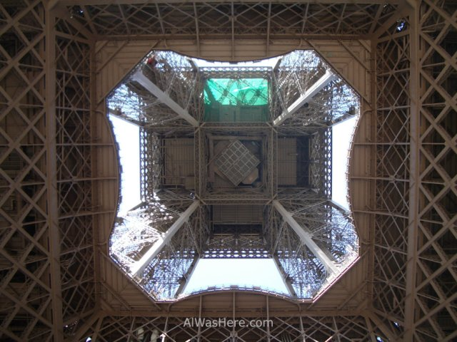 Torre Eiffel desde abajo