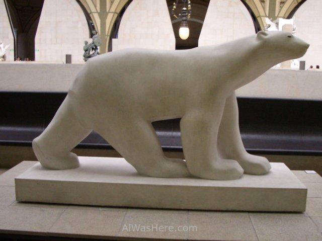 estatua-de-oso-blanco