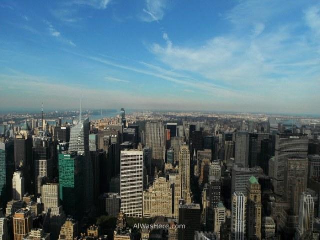 vista-hacia-el-norte-en-primer-termino-bryant-park-inmediatamente-a-la-izquierda-los-rascacielos-que-rodean-times-square-y-al-fondo-central-park