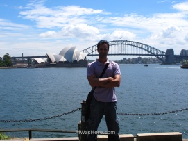 With the Opera and the Harbour Bridge from the Botanical Garden. I don't usually set myself in the middle of the picture, even less in an introduction, but today is my 40th birthday, so...