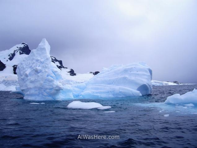 Iceberg en Cuverville Island Antartida, Antarctica